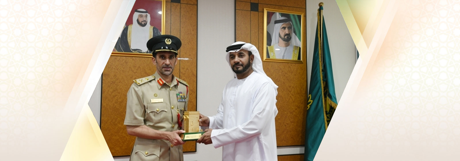 The Director-General of the National Emergency and Crisis and Disasters Management Authority discusses crisis management with Dubai Police at Expo2020